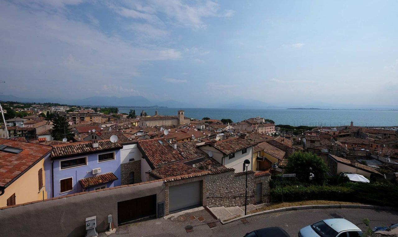 25015_Desenzano_del_Garda,_Province_of_Brescia,_Italy_-_panoramio_(2)