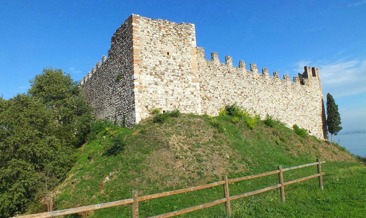 building-chateau-village-castle-fortification-garda-1105246-pxhere.com